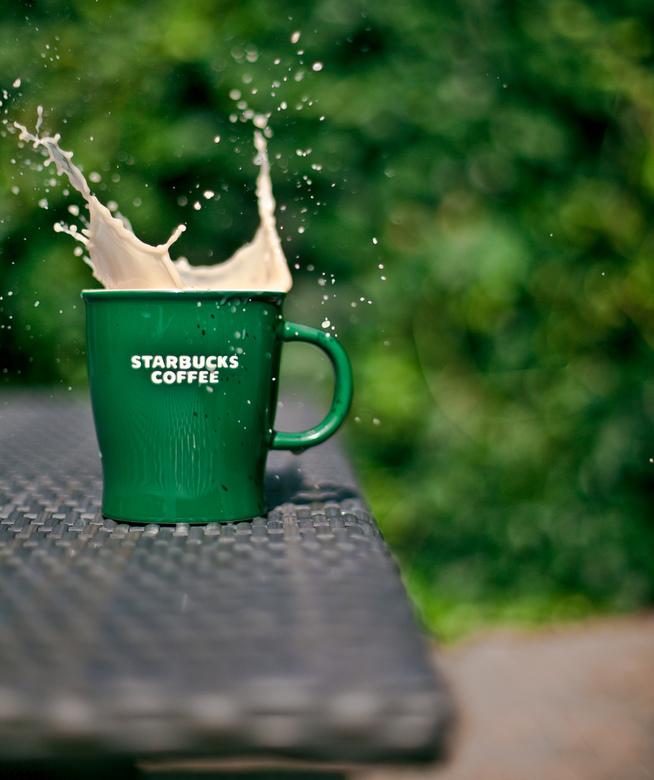 Starbucks thee splash! - Ik zat in de tuin een kop thee te drinken op een mooie zonnige zomermiddag toen ik ineens dit frame in mijn hoofd zag. Heb di