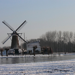 Sneeuw in Nuenen met de molen