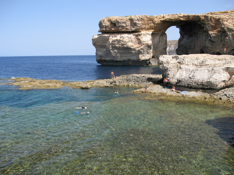 blue window op Gozo -