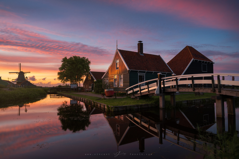 Oer-Hollandsch - Probably zero points for originality.. but definitely 100 points for this killer sunset over the cheese farm at the Zaanse Schans!!