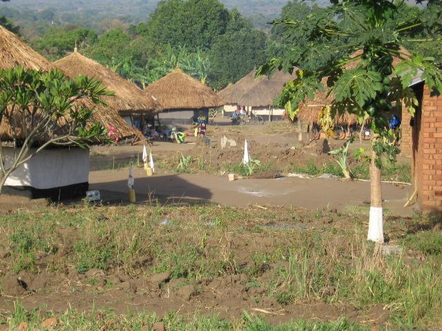 Congo scenery.jpg - Een dorp in noordoost DRC, Leiko-Rumu.