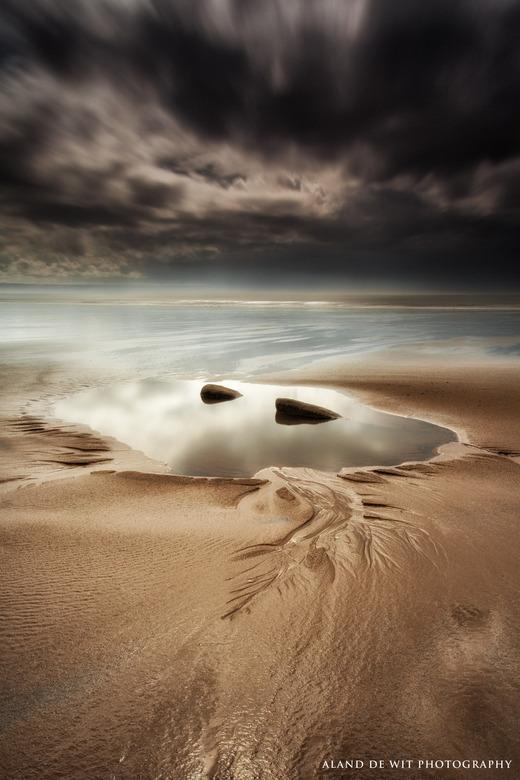 Her comes the rain! - Tussen de buien door gemaakt op het strand van Dunraven Bay, Wales.