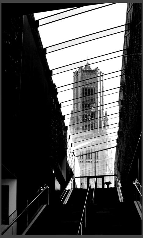 Slag om Arnhem . . - ARNHEM - De toren van de Iconische Eusebius Kerk werd tijdens de Slag om Arnhem in 1944 zwaar beschadigd zo zwaar dat hij later i