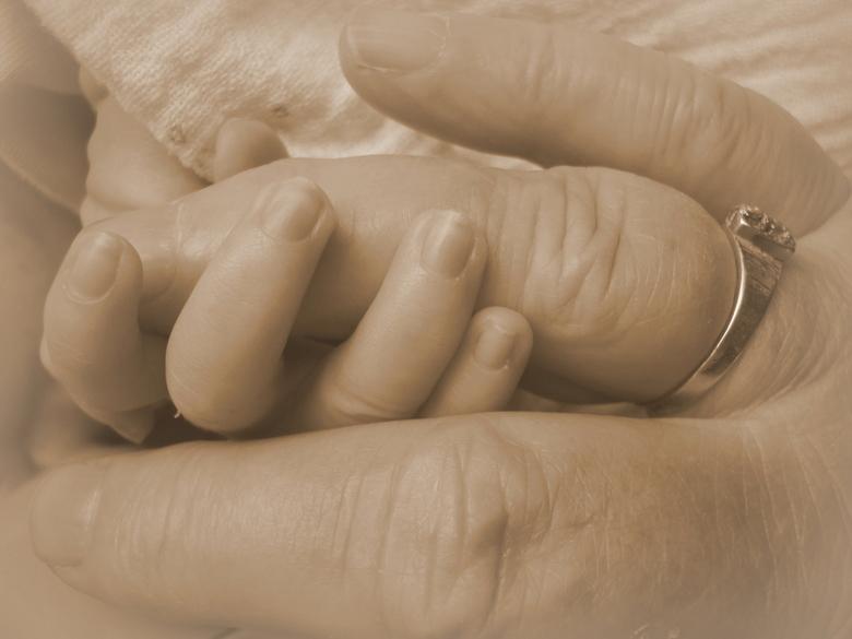 Young meets old, a fragile moment... - Oma en kleinzoon tijdens de eerste ontmoeting na de geboorte. Zo klein, zo breekbaar. Was een mooi moment, die