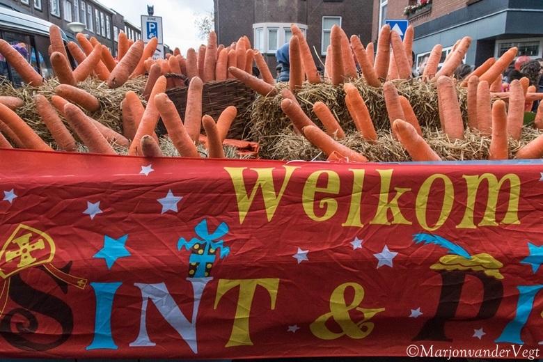 Welkom Sint &amp; Piet - Het was &#039;n mooie intocht gisteren van Sinterklaas in Den Haag, toch was deze auto wel frappant.<br /> <br /> Fijne dag