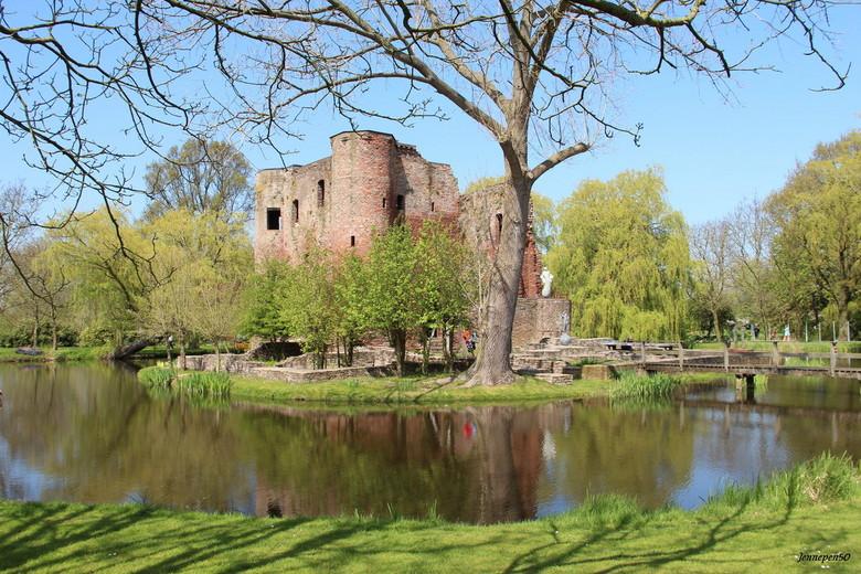 De Ruïne Ravesteyn.... - Ruïne Ravesteyn  <br /> In Heenvliet schuilt achter de poort van het ambachtsherenhuis een landgoed van 5 hectare met als mi