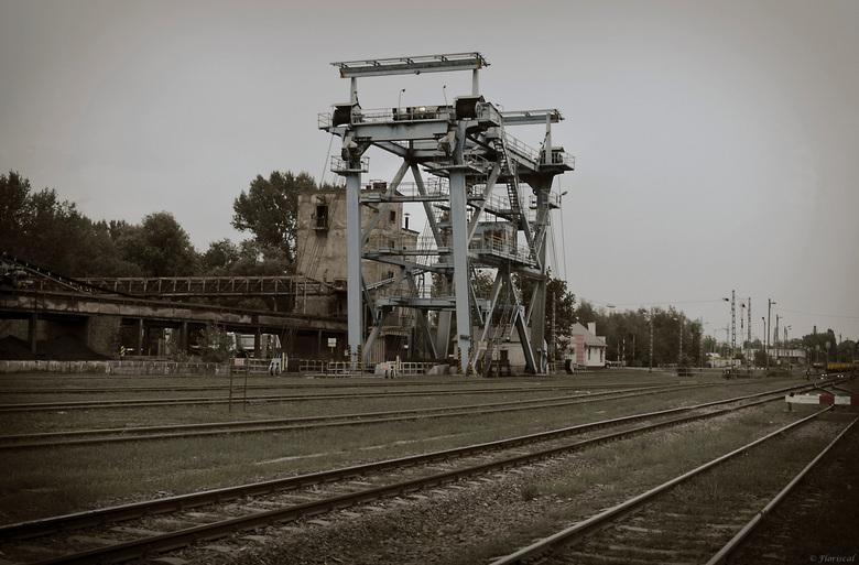 De Cementfabriek - Tijdens ons verblijf in Hongarije, maakten we vele uitstapjes. Onderweg passeerden we een oude cementfabriek. Een pracht van een Ur