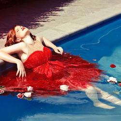 La dame de la piscine.
