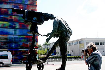 Beeld van beeld en geluid - Nikon fotograaf gespot bij het maken van een beeld bij het beeld en geluidmuseum bij het beeld..