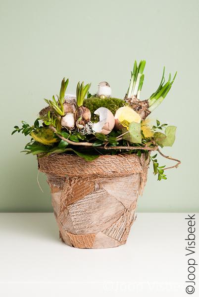 Voorjaarsbloemwerk - Een foto van een voorbeeldstuk voor een workshop bloemschikken. <br />