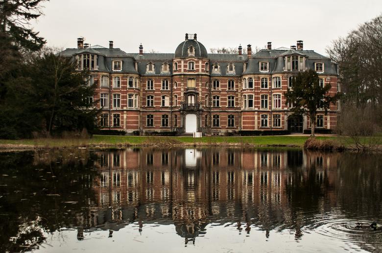 Ravenhof - Experimentje aan kasteel Ravenhof in Putte.