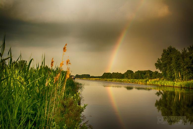 Regenboog - regenboog net voor een onweersbui