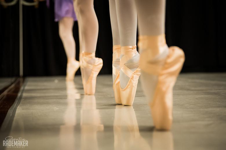 Openles bij Ballet School waar mijn dochter van 10 bij danst - Hier een shot van de meiden (8-10jaar) die ballet dansen in de selectie groep van Danss