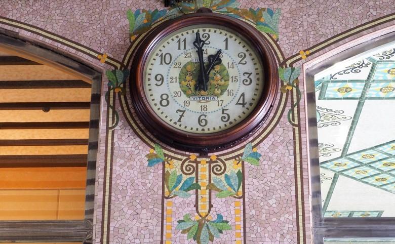 stationsklok Valencia - In de stationshal van Valencia hangt deze fraaie klok.