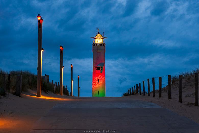 Lighthouse Noordwijk - De vuurtoren van Noordwijk is prachtig verlicht in de avond. Na mijn vakantie heb ik weer wat meer tijd om te reageren, maar de