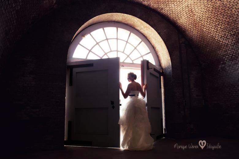 Prachtige bruid - Afgelopen vrijdag mocht ik mijn allereerste bruiloft fotograferen. Dit is een van mijn favorieten van die dag.<br />