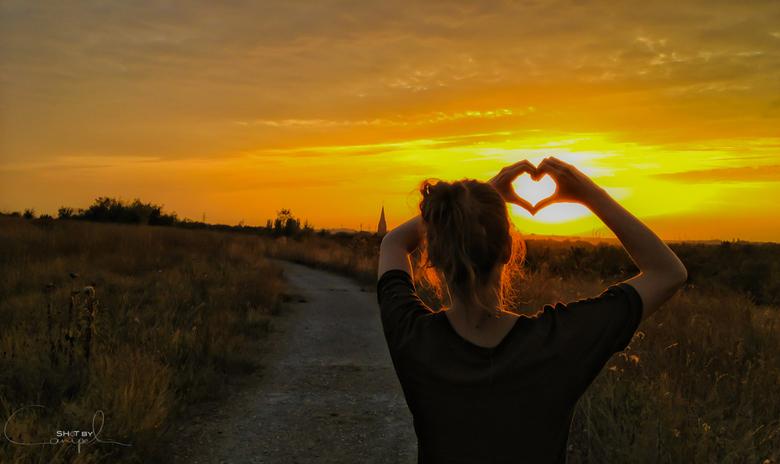 Heart of Gold - Een mooie zonsondergang tijdens een wandeling op onze mijnterril.