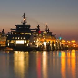 Mooi verlichte Tesohaven op Texel.