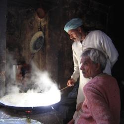 Inkoken van melk voor een lekkernij