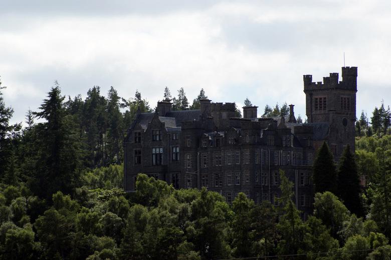 Carbisdale Castle, Schotland - Dit kasteel is gebouwd in 1906, en staat bekend als een spook kasteel.<br /> Het kasteel heeft 365 ramen, voor elke da