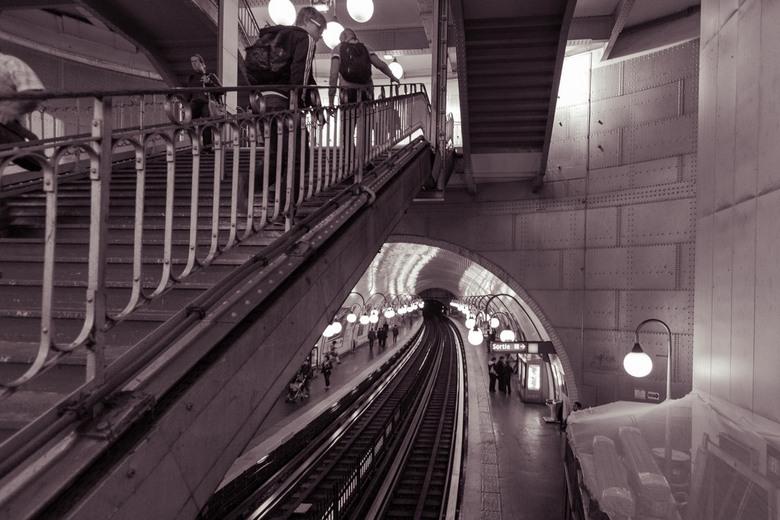 Verschillende richtingen - De metro in Parijs