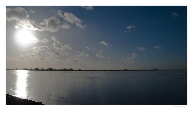 Gauwzee bij Marken - Afgelopen zondag een klein rondje Marken gedaan. Dit is terugkijkend vanaf de dijk. Gr Ritske
