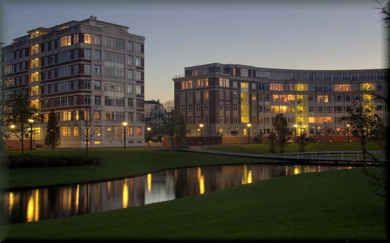 Du Monchyplein - In Den Haag heb je een heel mooi appartamentencomplex ontworpen door de beroemde Spaans architect Ricardo Bofill. Hij behoort tot de