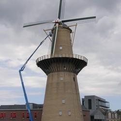 Hoogwerkers aan de molen