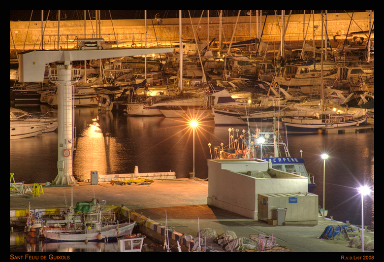 San Feliux, Spanje - Handheld HDR uit 5 belichtingen met ieder 1 stop verschil.<br /> Nikon D3, 80-200mm 2.8 ED AF, f4, 4000 ASA