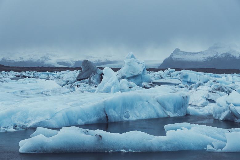 The real blue lagoon. - Prachtige formaties aan het Jokulsarlon Glacier lake in Ijsland.<br /> <br /> Volg me gerust op:<br /> https://www.facebook