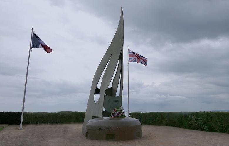 Kieffer monument in Ouisterham - Op 5 juni waren we in Ouistreham. Daar werden voorbereidingen getroffen voor 75 jaar D-Day. We liepen in de regen eve
