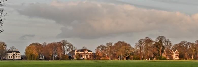 boerderijen  met karakter - Oosteinde Blijham van links naar rechts Bleijendaal Leeuwenhorst en Boschplaatse...rond 1900 gebouwd.<br /> een panorama
