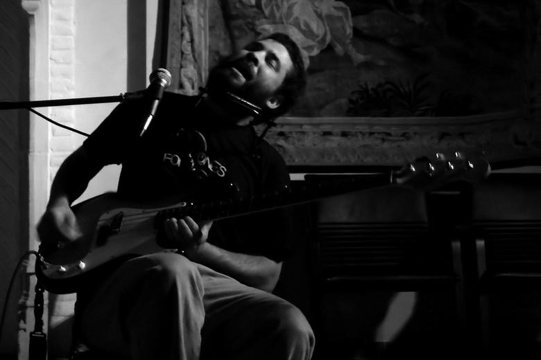 C.J. Boyd - bijna prive concert van deze Amerikaanse gitarist, genomen tijdens optreden in het kasteel van egmond te Zottegem