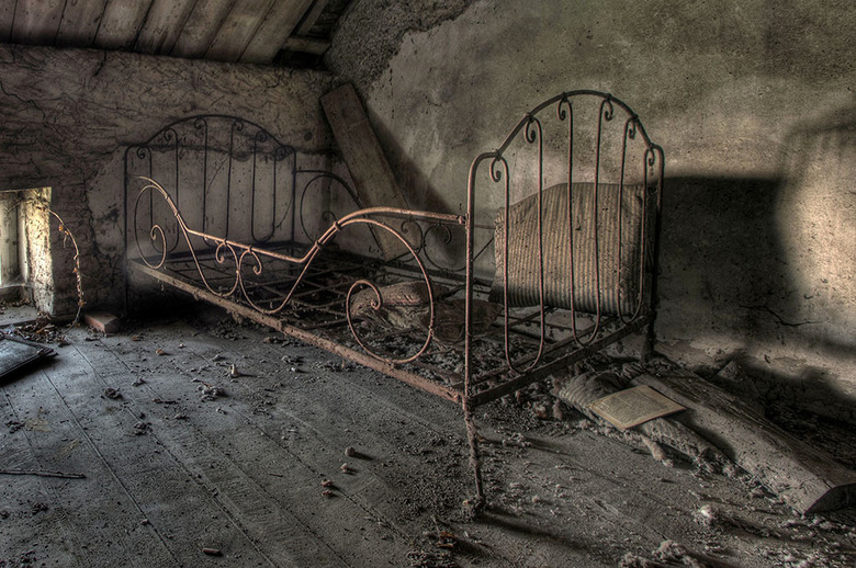 Oud bed -