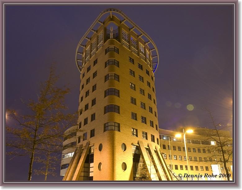 Amersfoort @ Night - Architectonisch hoogstandje aan het Amersfoortse stationsplein. Avondfotografie heeft mijn interesse wel gewekt, al moet ik nog w