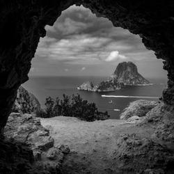 Uitzicht vanuit een grot in Ibiza