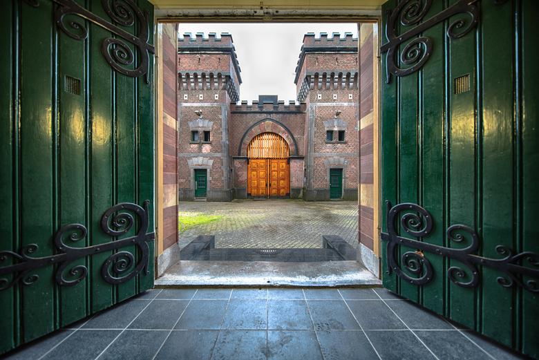 Escape from..... - De karakteristieke torens van de Koepelgevangenis in Breda. Ik zocht naar een bijzondere compositie. Ik heb daarvoor de deuren geop