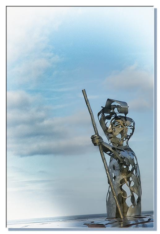 Waddenkijker - Dit kunstwerk staat boven op de waddendijk ergens tussen Pieterburen en Westernieland. Het trekt dagelijks vele honderden bezoekers, di