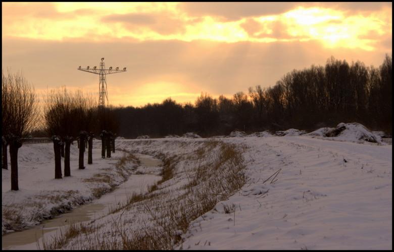 3 januari 2010... - A28 Groningen richting Haren.<br /> Hoe mooi kan het         &#039;s ochtends zijn langs de snelweg? Aan de wandel met hond en ca