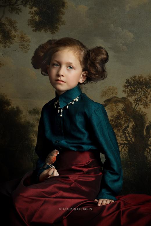 Julia - Soms krijg je cadeautjes....<br /> Het meisje had het bloesje mee, de parels had ik zelf en ook de rok komt van mij.<br /> Maar hoe zeer ik