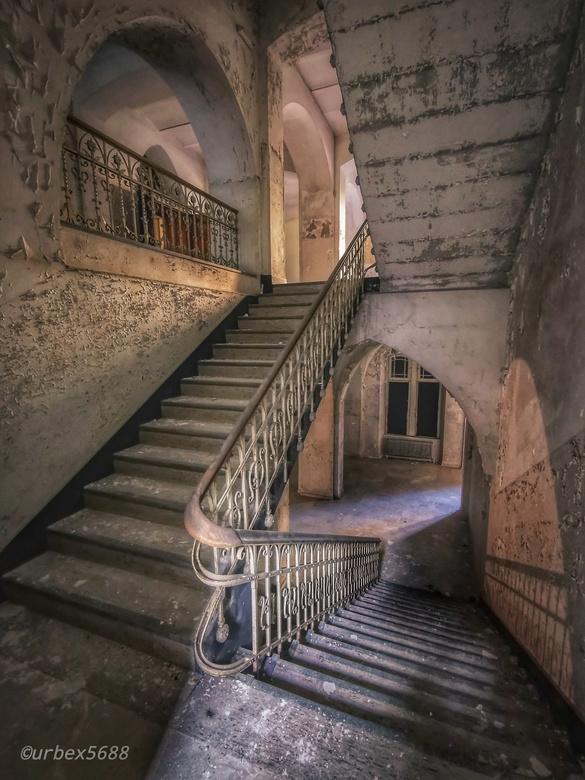 Stairs...  - Trappen in een verlaten klooster