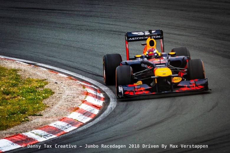 Max Verstappen Tarzanbocht - Circuit Zandvoort - Max Verstappen in de Tarzan Bocht tijdens de Jumbo Race dagen 2018 Op Circuit Zandvoort. Red Bull Rac