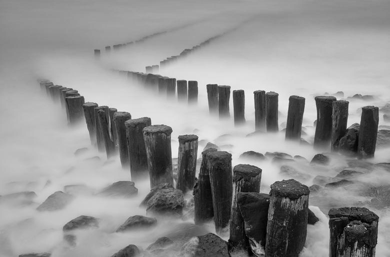 Zig Zag - Een regenachtige en winderige middag aan de kust, ideaal om even lekker te experimenteren met lange sluitertijden.