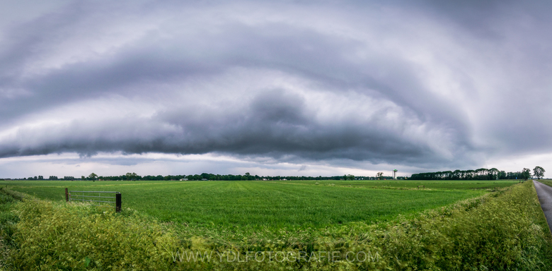 Shelfcloud boven Rouveen. -