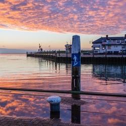 Vlak voor zonsopkomst in de haven van Oudeschild