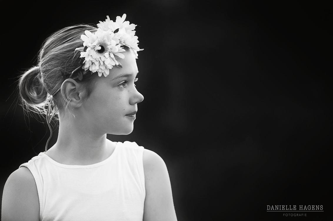 Fien Black & White