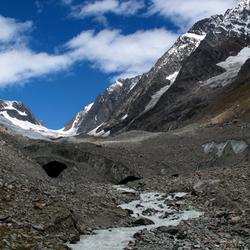 de Gletschertor, poort van ijs achterin het Lötschental in Zwitserland