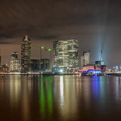 Rotterdam Skyline in de avond