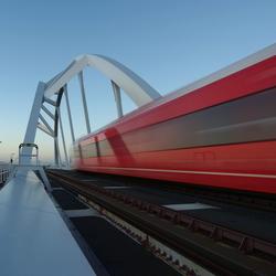 Walfridusbrug, met 'sneltrein'