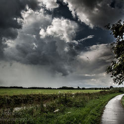 Donkere wolken boven Roosendaal & Nispen